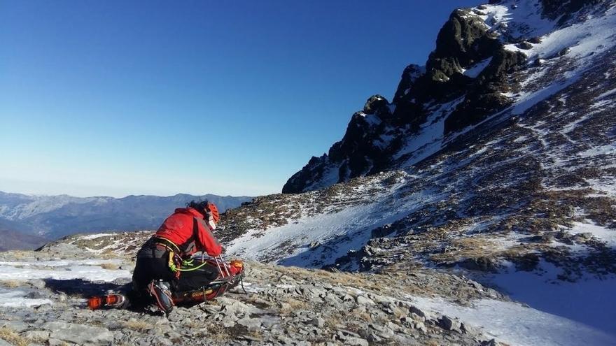 Rescatado un montañero vasco de 23 años que resbaló por una ladera helada en Peña Prieta