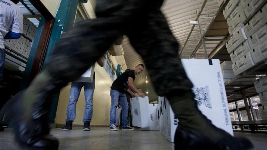 """Empresarios hondureños llaman a votar y a esperar los resultados """"pacíficamente"""""""