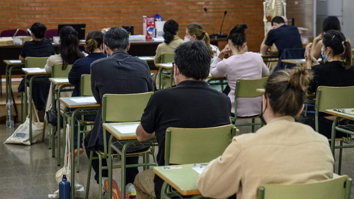 Varias personas durante un examen en unas oposiciones.