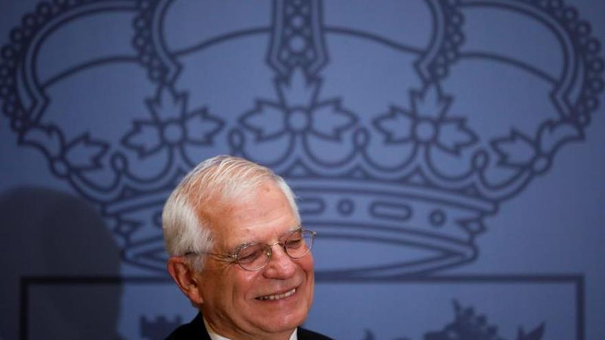 El ministro de Exteriores en funciones y próximo jefe de la diplomacia europea, Josep Borrell, se ha despedido de su cargo este viernes en un acto celebrado en el Palacio de Santa Cruz en Madrid donde ha estado acompañado de Margarita Robles, que asumirá la cartera de Exteriores .