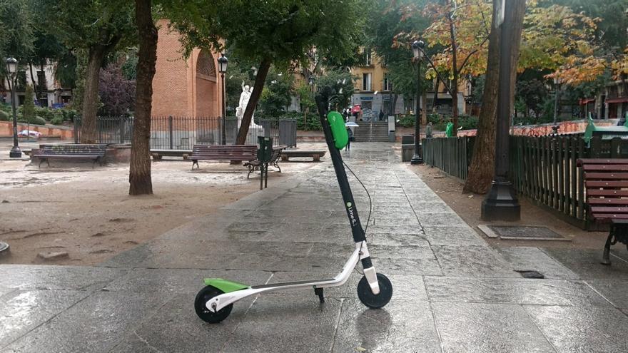 El Ayuntamiento de Madrid pone en 12 días más multas a patinetes mal aparcados que en todo 2020