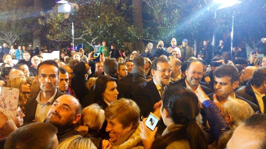 Rajoy atiende a los simpatizantes del PP en Orihuela