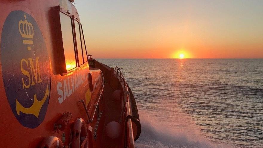 Salvamento rescata a 72 personas de una patera durante la pasada madrugada