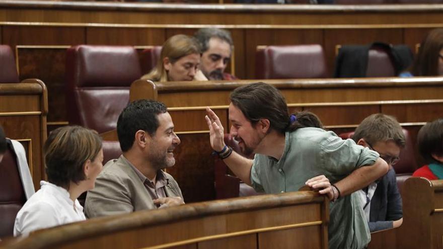 En Comú pide la dimisión de la vicepresidenta por sus errores ante crisis catalana