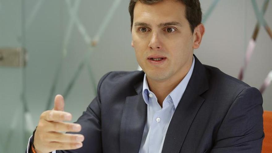 Rivera pide a Iglesias que elija entre la Constitución o la independencia