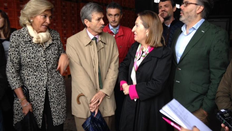 El consejero de Economía e Infraestructuras, José Luis Navarro, durante la visita de la ministra de Fomento, Ana Pastor / Junta