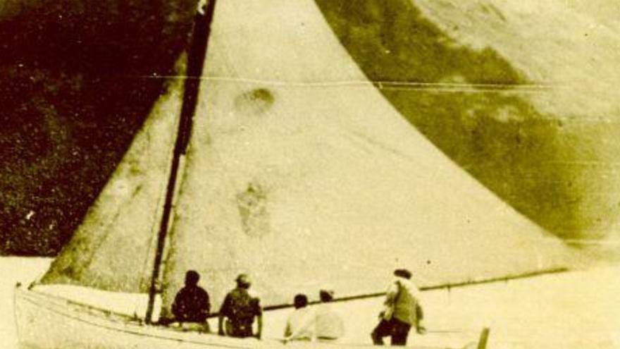 Imagen de archivo de una embarcación de vela.