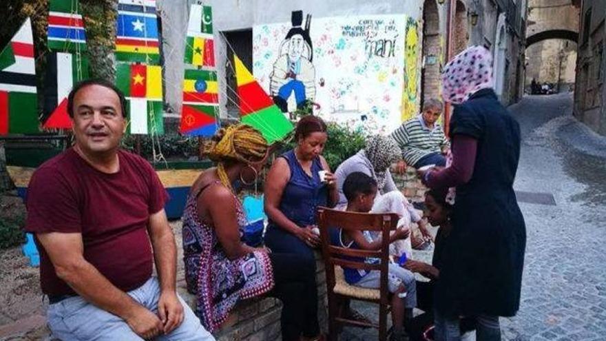 El alcalde de Riace, Domenico Lucano, en una imagen difundida por la ONG Baobab en Facebook.