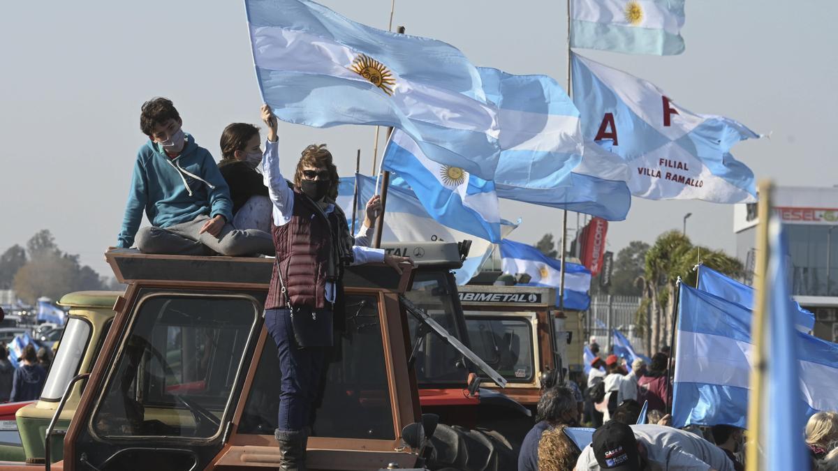 Protesta convocada por las organizaciones que nuclean a la dirigencia rural se mezclarán con autoconvocados y políticos de la oposición al gobierno nacional. El principal lugar fue San Nicolás.