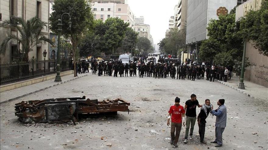 Al menos 16 heridos en choques entre manifestantes y policías en El Cairo