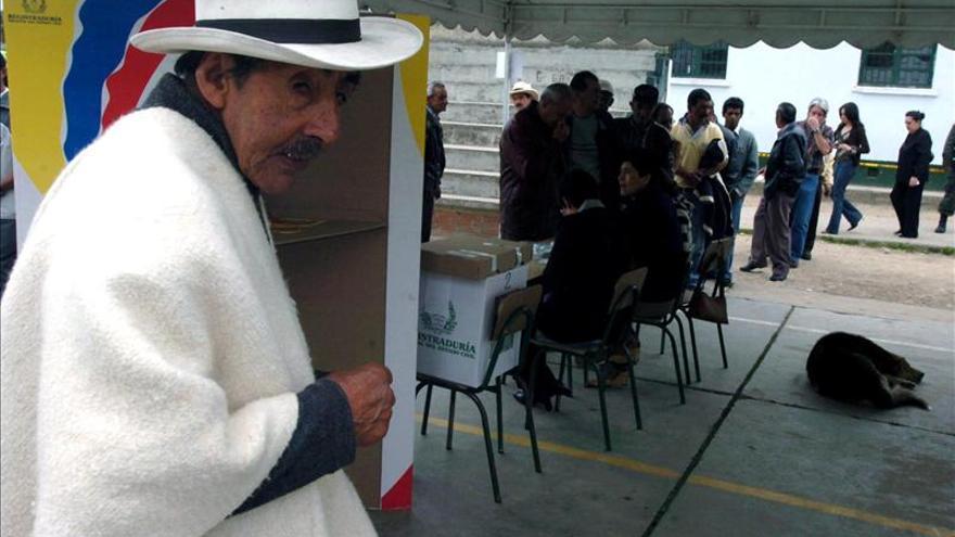 El voto en blanco es la opción mayoritaria en los comicios colombianos, dice un sondeo