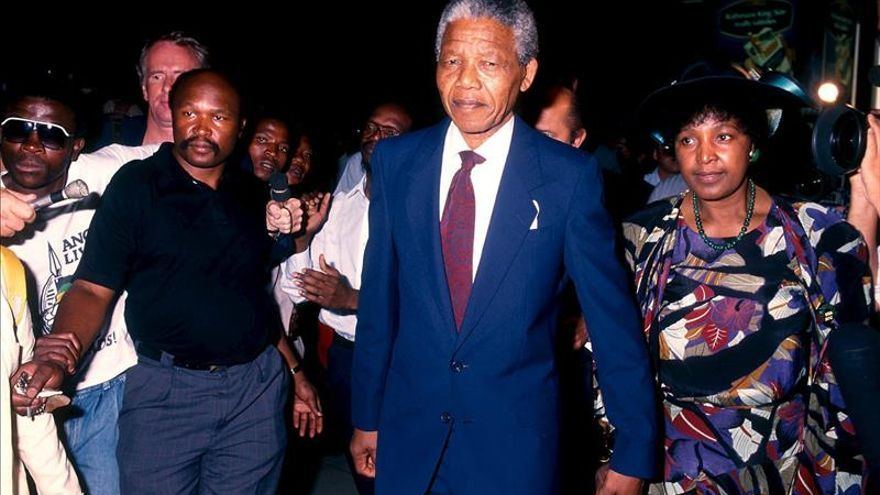 Mandela, una impecable vida pública marcada por las turbulencias privadas