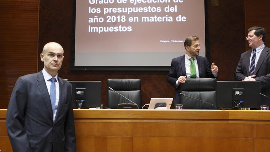 A la izquierda, el director general de Tributos del Gobierno de Aragón, Francisco Pozuelo