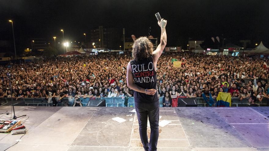 Rulo se despide del público en el Festival Rock en la Feria. | EL REY LAGARTÓN