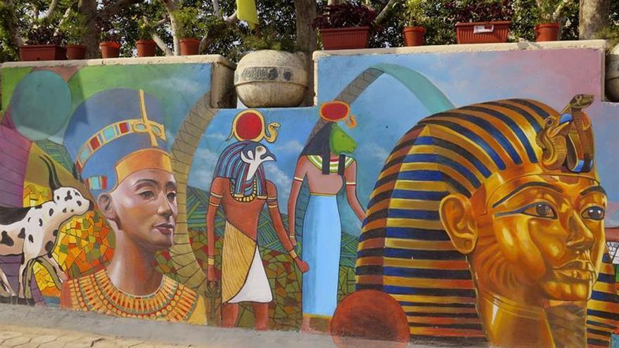 Mural representa las milenarias civilizaciones egipcia y for Mural nuestra carne
