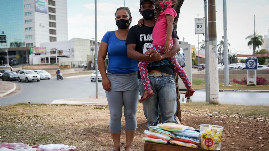 """Venezolanos buscan """"dignidad"""" en un Brasil azotado por la covid y el desempleo"""