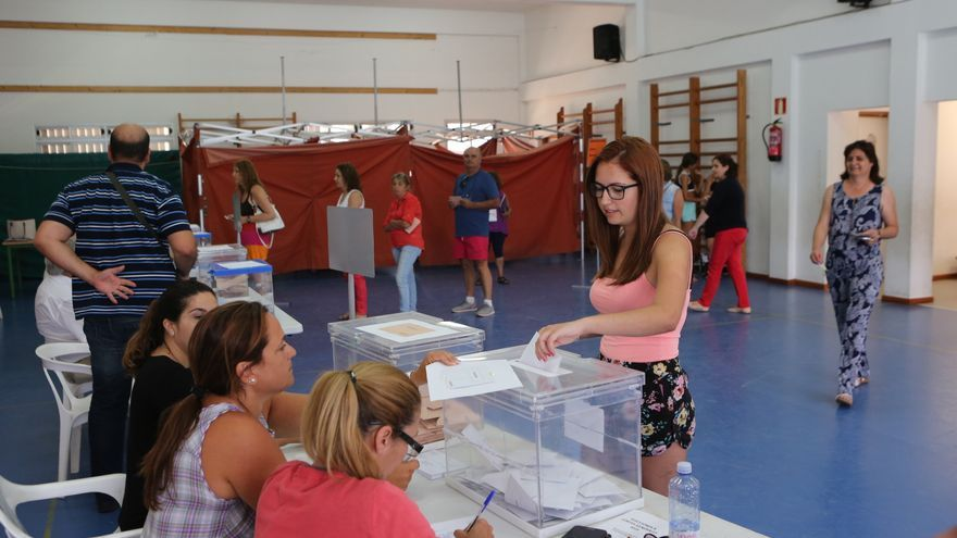 Jornada electoral en el Colegio 20 de enero, Arinaga (Alejandro Ramos)