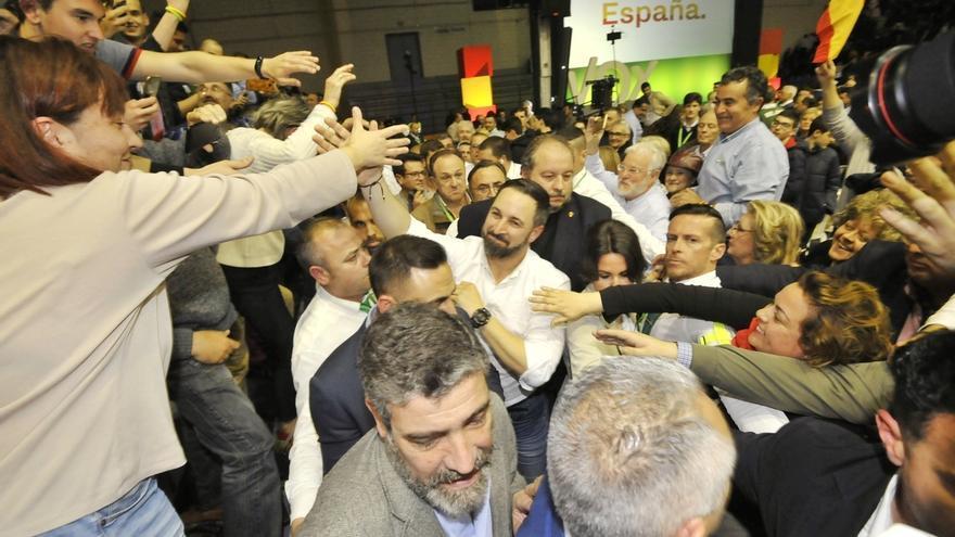 """Abascal acusa al PP de """"arrodillarse"""" ante la izquierda y a Sánchez """"de peligroso por pactar con los enemigos de España"""""""