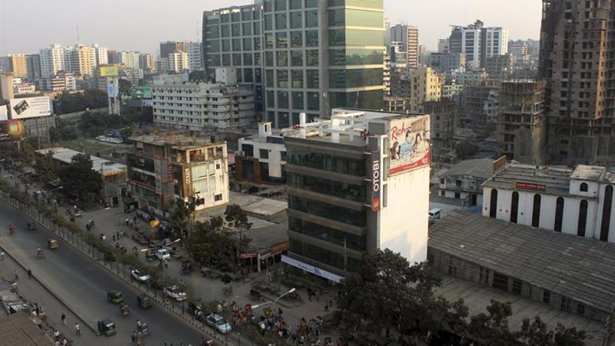 """Dimite el gobernador del banco central de Bangladesh tras """"hackeo"""" millonario"""