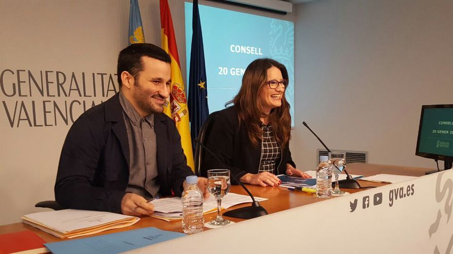 El conseller de Educación y Cultura, Vicent Marzà, junto a la vicepresidenta Mónica Oltra en rueda de prensa