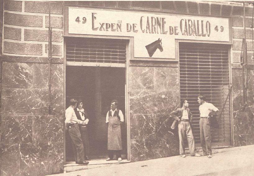 La expendeduría de carne de caballo, en 1934 | BIBLIOTECA NACIONAL