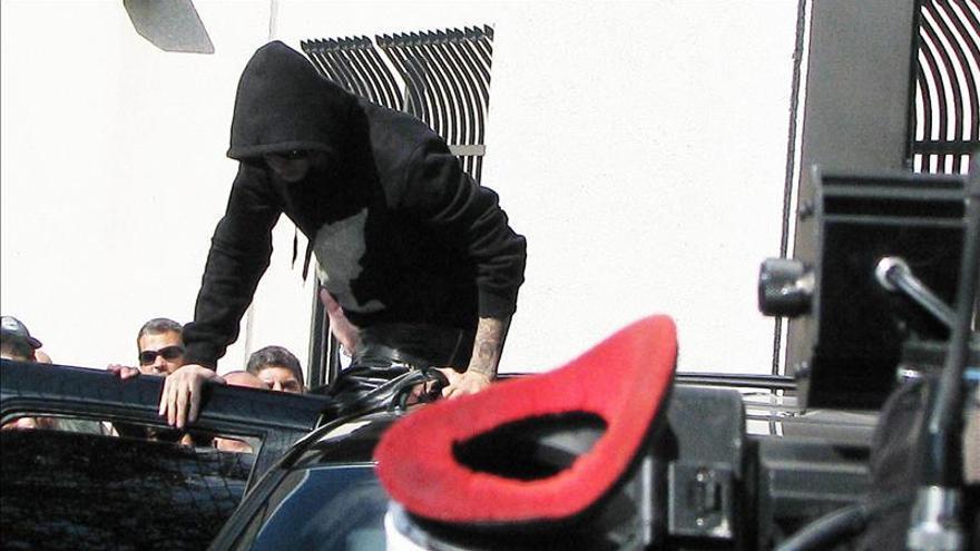 Investigan un intento de agente de policía de sacar una foto a Justin Bieber