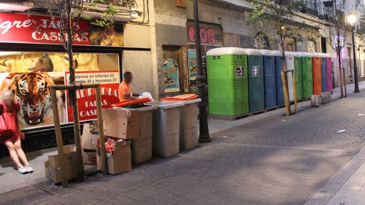 WC portátiles instalados en C/ Infantas | SOMOS CHUECA