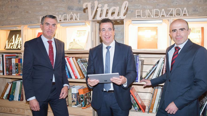 El presidente de la Fundación Vital, Jon Urrezti, en el centro.