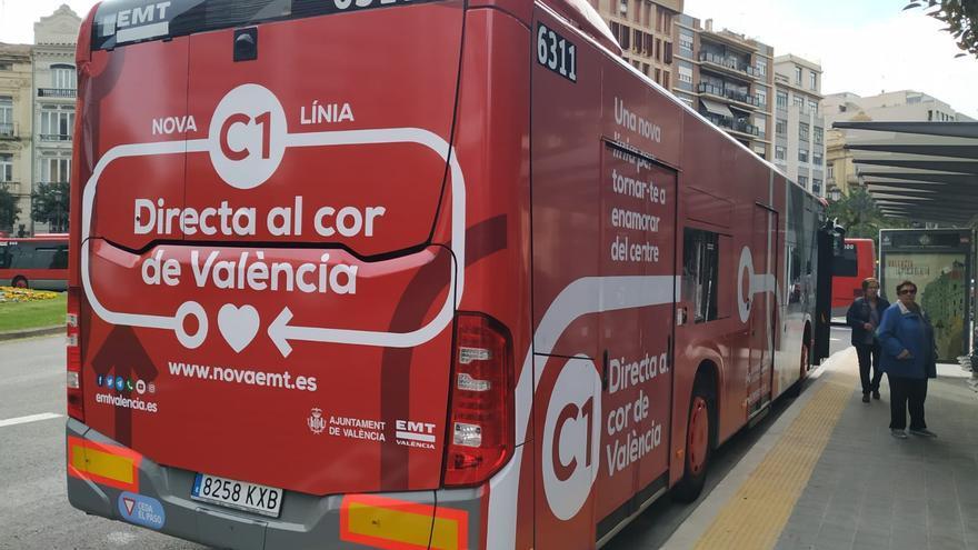 Un autobús con la promoción de la nueva línea C1 que sustituirá a la 5 a partir del 23 de marzo