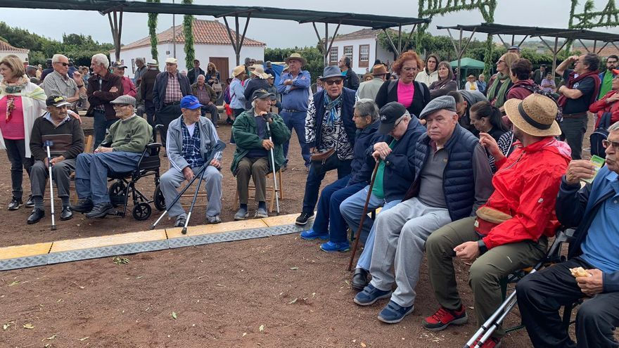 Un grupo de personas mayores  de Barlovento.