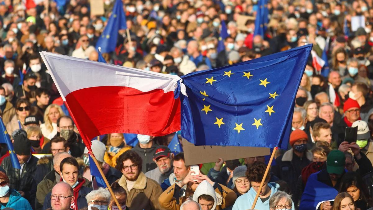 Protesta contra la sentencia del Tribunal Constitucional en Cracovia, Polonia.
