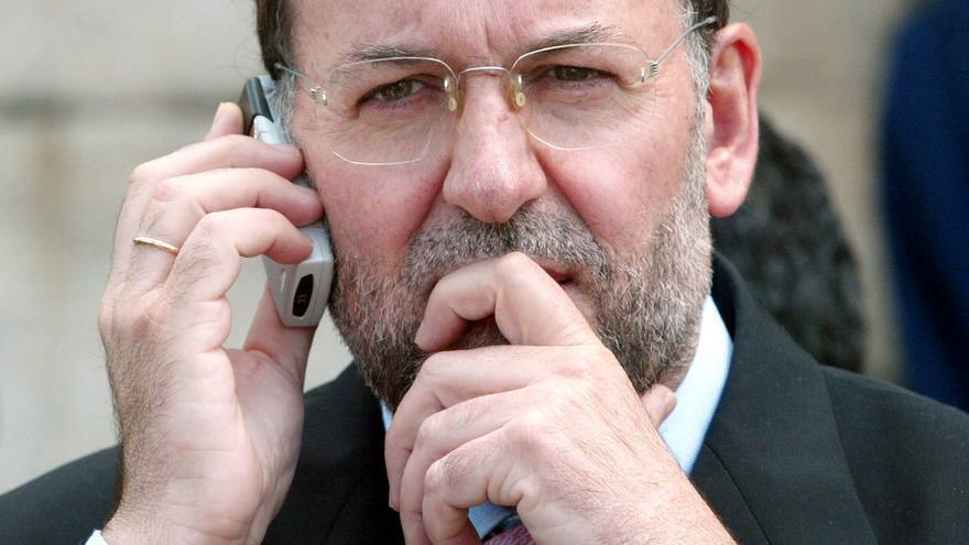Rajoy, durante una conversación telefónica en su viaje a EEUU. Foto: Efe