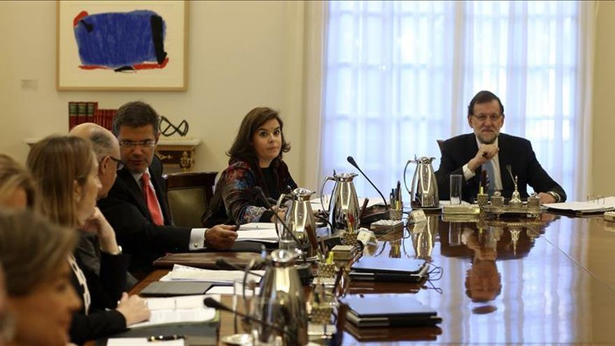 """Rajoy: """"Cuando se prescinde de la ley se renuncia a la democracia"""""""