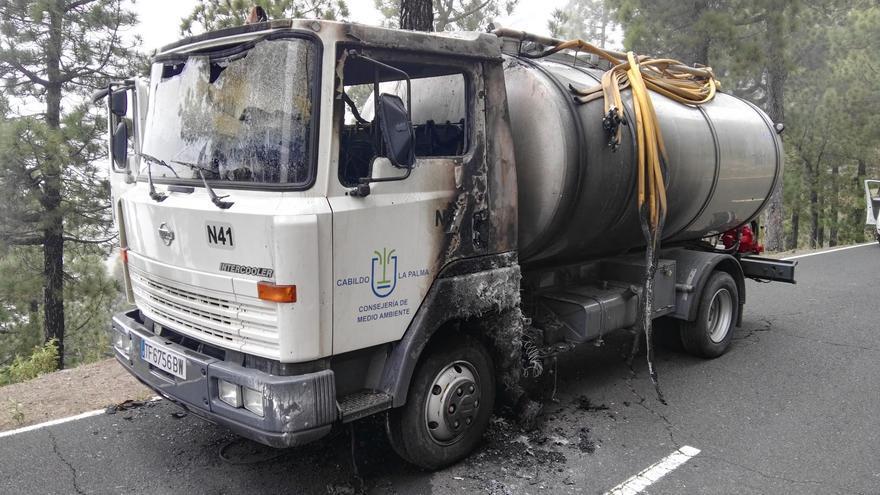 El fuego afectó al motor y a la cabina del camión.