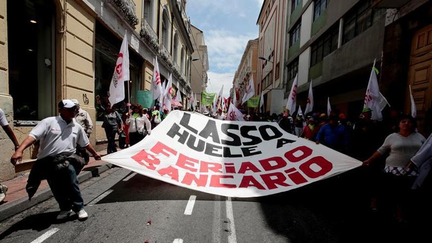 El oficialismo ecuatoriano arremete en las calles contra el candidato opositor