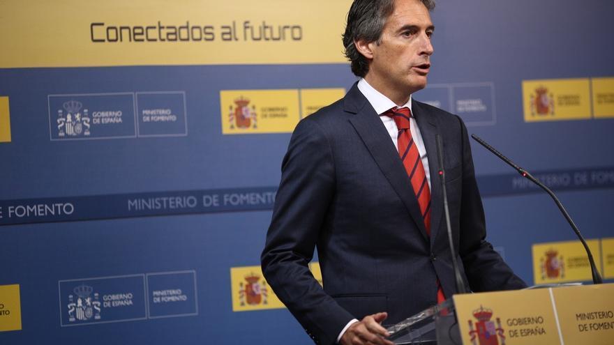De la Serna pide a Podemos que respete la Constitución ante el desafío separatista
