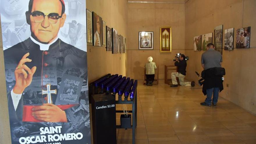 Inauguran la capilla San Óscar Romero en la catedral de Los Ángeles