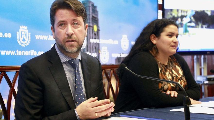 Carlos Alonso, presidente del Cabildo, y la consejera insular Coromoto Yanes, también de CC, en la presentación de la plataforma