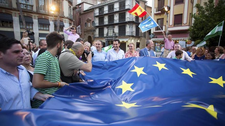 """Moreno anima """"votar, votar y votar"""" para llenar las urnas con papeletas del PP"""