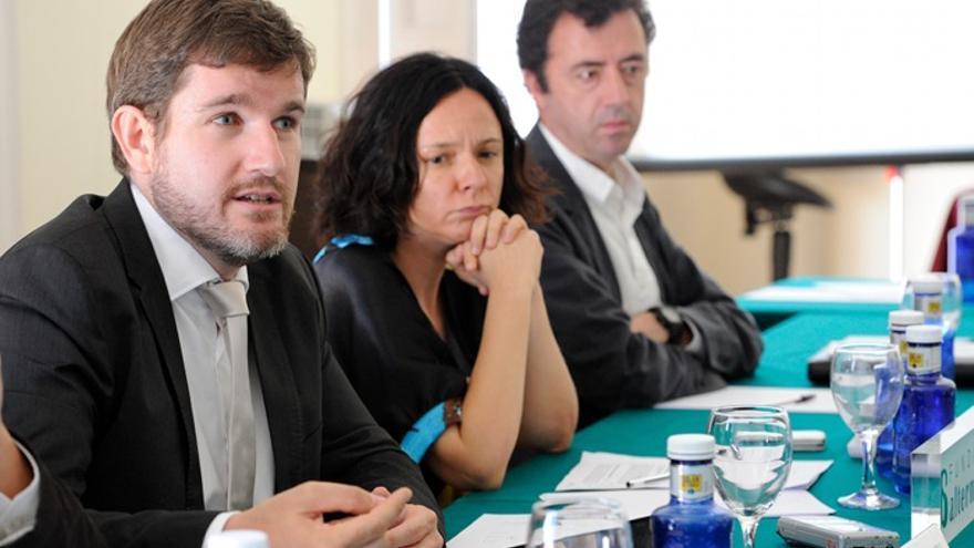 Ignacio Urquizu, Belén Barreiro y Luis Ayala, en la presentación del informe de la Fundación Alternativas. Foto: Roberto Villalón/BROT