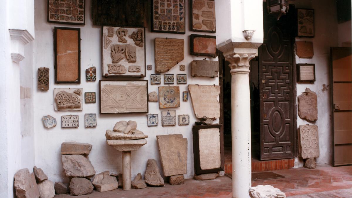 Imagen del uno de los muros de la casa que dan al patio cuando estaba habitado por la familia.