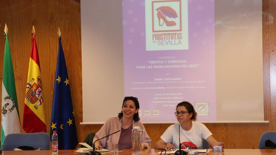 María José Barrera, fundadora del Colectivo de Prostitutas de Sevilla y Rocío Medina, profesora de la UPO y responsable de feminismos de Podemos Andalucía