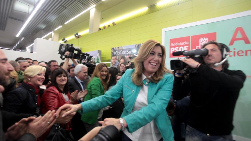 Susana Díaz, dirigiédose a la rueda de prensa tras la victoria socialista en las urnas / Foto: Luis Serrano