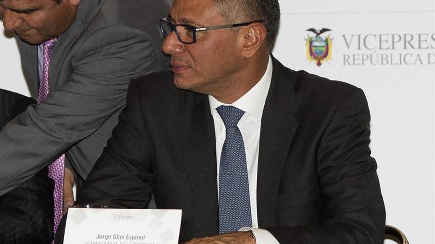 Recogen firmas para impulsar juicio político contra Vicepresidente de Ecuador