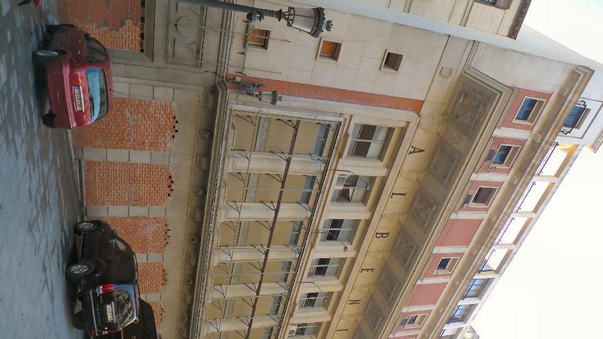 Fachada del Teatro Albéniz, construido en los años cuarenta./ McyP.