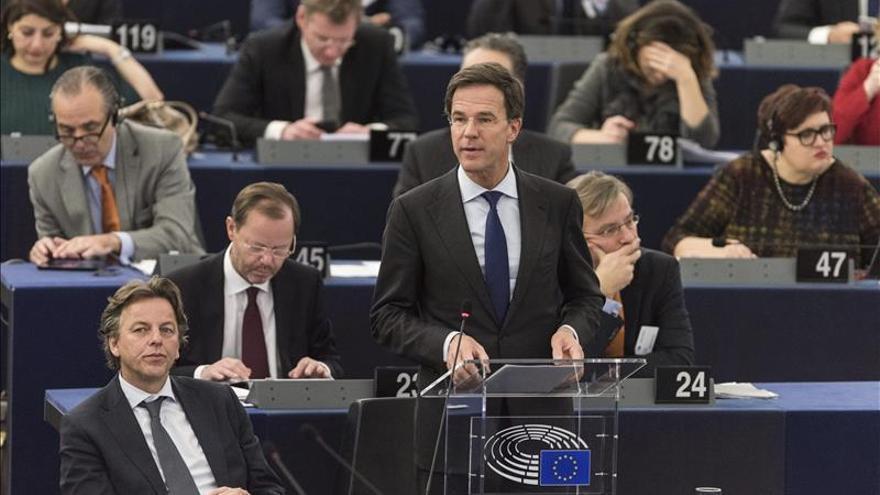 """Rutte dice que trabajará para una reducción """"drástica"""" del flujo de refugiados"""