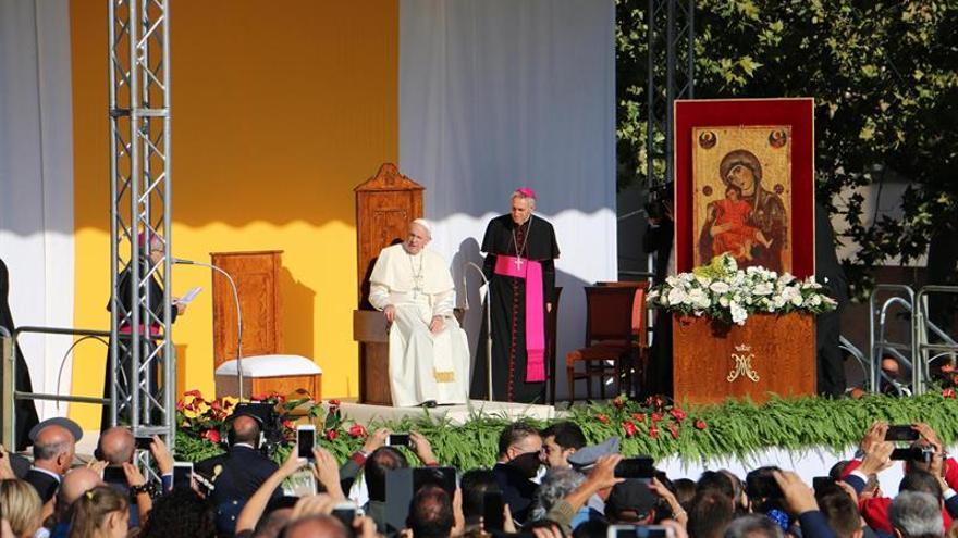 El papa Francisco dice en Sicilia a los mafiosos que no son cristianos