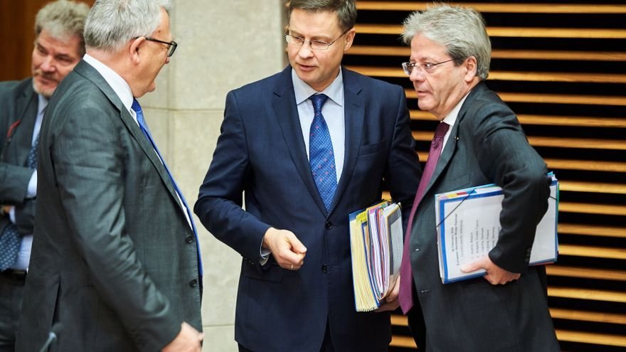 Nicolas Schmit, European Commissioner for Jobs and Social Rights, Valdis Dombrovskis, Executive Vice-President of the European Commission in charge of an Economy that works for People, and Paolo Gentiloni, European Commissioner for Economy (from left to right)