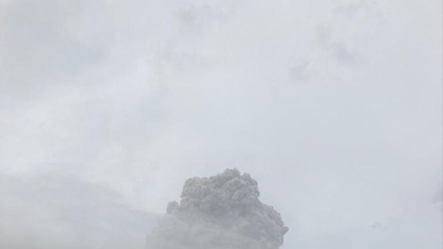 Volcán La Soufriere vuelve a erupcionar en 42 aniversario de última explosión