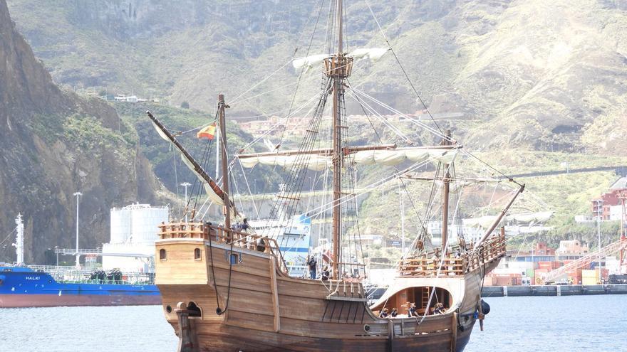 La nao Santa María entrando este miércoles en la bahía de Santa Cruz de La Palma.